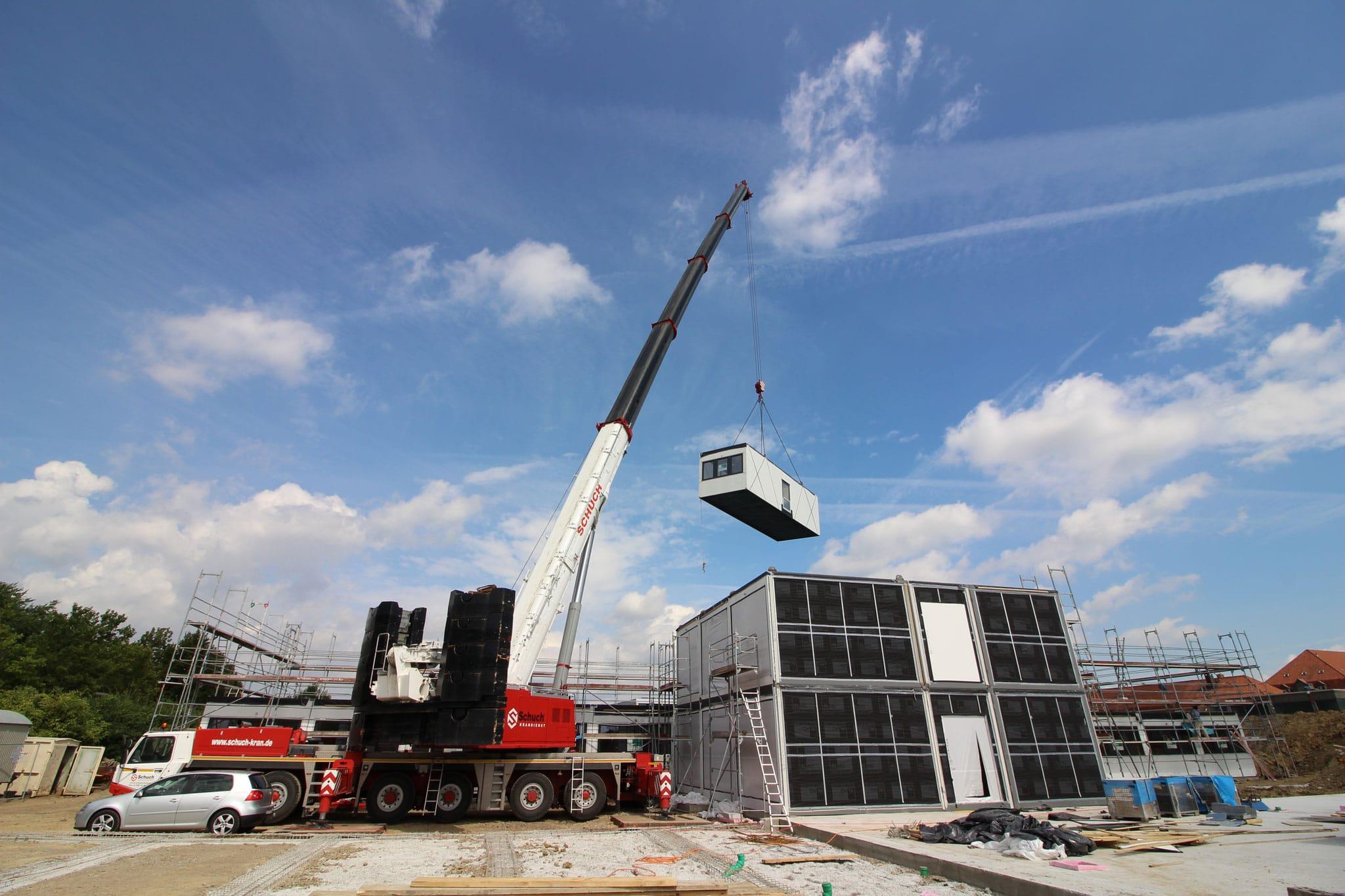 Krandienst Kranarbeiten ATF400 Speyer Raummodule setzen für Alho